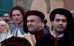 Piazza Duomo (fiumeazzurro) Tags: chapeau ritratti anthologyofbeauty
