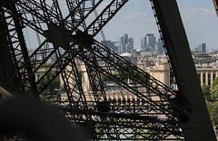 La Defense from Tour Eiffel (Nico Nie) Tags: city paris france tower canon la frankreich eiffel eifel 400 stadt turm eiffelturm defense eifelturm 400d