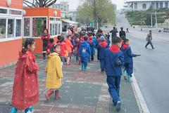 Des écoliers à Pyongyang - Mansudae Fountain Park (jonathanung@ymail.com) Tags: lumix asia korea asie nord northkorea pyongyang corée dprk cm1 koryo coréedunord insidenorthkorea républiquepopulairedémocratiquedecorée rpdc lumixcm1