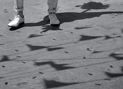 Con el pulpo Paquito de ACH All i oli (#MariaOrtega) Tags: bw feet shadows floor barceloneta conffeti coros2016 pulpopaquito achallioli
