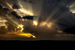 Last Night's Sunset (Klaus Ficker --Landscape and Nature Photographer--) Tags: sunset usa storm clouds canon evening kentucky rays eos5dmarkii kentuckyphotography klausficker sunset05292015