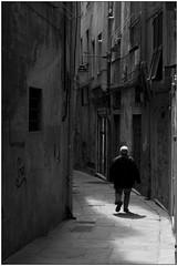Camminando da soli - Walking alone (Matteo Bersani) Tags: genova italybw bwbwbnblackwhitebianconero solitudine loneliness camminare walking ombre shadow alley streetphotograpy via strada vecchiaia oldness a58 sonyalphaitalia
