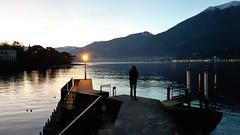 bellagio (21) (giangian239) Tags: bellagio lago di como acqua barca panorama vicolo scala pietra veduta turismo laghi lombardi lombardia tramonto sera lampione residenza vacanza villeggiatura riflesso specchio belvedere pontile molo