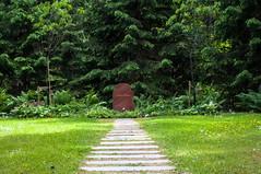 Greta Garbo (P. Burtu) Tags: skogskyrkogården graveyard kyrkogård cemetery sverige sweden stockholm sommar summer grav grave träd tree woodland världsarv unesco heritage