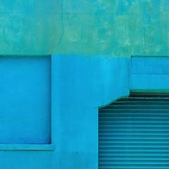 turning blue in the face (msdonnalee) Tags: blue azul wall facade blu garage blau minimalism minimalismo fachada minimalisme facciate