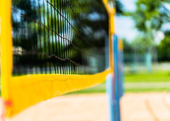 Perspective (*Capture the Moment*) Tags: blue red green rot net yellow dof bokeh beachvolleyball gelb grn blau minimalism netz 2016 minimalismus farbdominanz sonya7ii sonysel90m28g