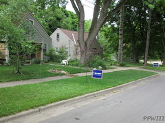 TRUMPSTER (PPWIII) Tags: grandrapids trump thedonald president gop hair orange sign street yard
