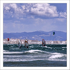 Tarifa. Playa de los Lances. (Sidi Guariach) Tags: beach andaluca cadiz kitesurf olas tarifa windsurf flysurf campodegibraltar playadeloslances pacosols sidiguariach