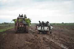 2013_11_10_Afgoye_Road_Works_C.jpg (AMISOM Public Information) Tags: africa road farmers soldiers ist roadwork somalia sna africanunion afgooye afgoye amisom roadgrading tobinjones