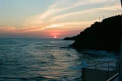 Sunset@La Ola Beto's (GOJR.) Tags: c41 135 analog film travel inexplore nikonfe nikon5012 sunset elsalvador seacscape kodakektar100 ncpslab