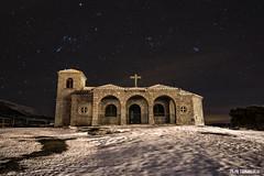 Persiguiendo el cometa..... (Darkflip) Tags: noche nieve cielo orion estrellas ermita lovejoy espinar linternas pleyades