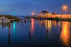 Twilight @ Ouddorp (Marcel Tuit | www.marceltuit.nl) Tags: longexposure lake haven holland me water sunrise canon landscape eos dawn harbor meer dusk nederland thenetherlands 7d bluehour grevelingenmeer ouddorp landschap schemering zonsopgang zuidholland goereeoverflakkee ochtendgloren langesluitertijd marceltuit blauwuur contactmarceltuitnl wwwmarceltuitnl