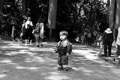 Yoyogi Park, Tokyo (fabiolug) Tags: park street leica people blackandwhite bw monochrome japan 35mm japanese tokyo blackwhite kid asia child streetphotography rangefinder summicron monochrom biancoenero yoyogipark leica35mm leicam 35mmsummicronasph leicasummicron summicron35mmf2asph 35mmf2summicronasph summicronm35mmf2asph mmonochrom leicammonochrom leicamonochrom