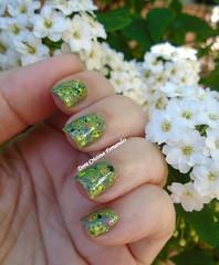 Spring Nails (Dora Cristina Fernandes) Tags: glitter stamp gals colorama greennailpolish misturinha carimbadas vernizverde indienailpolish frakennailpolish