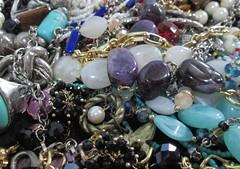 IMG_0432 Caos de bijuterias (gloriafflima) Tags: bijuterias