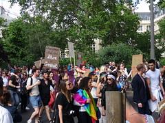 Changement d'Etat civil libre et gratuit (Jeanne Menjoulet) Tags: marchedesfiertés lgbt paris 2juillet2016 lesbiangaypride gay lesbiennes bi trans gaypride pride etatcivil changement lbgt