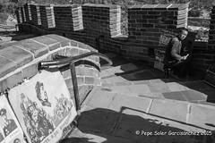 Drawing on the great wall (Pepe Soler Garcisnchez) Tags: asia bn beijing china granmuralla pekin