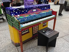 image (irischao) Tags: nyc newyorkcity manhattan financialdistrict pianos chaseplaza downtownmanhattan 2016 singforhope
