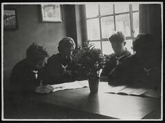 Archiv E795 Pfadfinder, 1960er (Hans-Michael Tappen) Tags: 1960s pfadfinder kluft halstuch 1960er blumenvase faltblatt archivhansmichaeltappen
