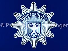 2016-06-11 Polizeiveranstaltung (sandraalbinger) Tags: auto training deutschland europa hessen demonstration reiter ereignisse retter rettung pferd polizei absperrung fulda fahrzeug bulle hubschrauber tatort sirene schuss fahrzeuge polizist dieb polizeiauto opfer wasserwerfer verletzung verletzt pistole blaulicht versammlung lnder reiterin polizeihund schusswaffe festnahme verbrecher osthessen tagderoffenentuer polizeipferd handfesseln polizistin reiterstaffel bereitschaftspolizei bullerei hilfsorganisation martinshorn taeter dienststelle hundestaffel vorfuehrung polizeiinspektion huenfeld polizeipraesidium fahrzeugeflugzeuge hundefuehrer reittraining berufgruppen gewaehr hundevorfuehrung poizeitaucher reitvorfuehrung