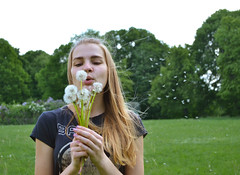 Dandelion Wine (maria.maleta) Tags: city nature girl spring nikon dandelion