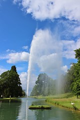 Stanway Fountain (gilesb76) Tags: fountains lake sky stanway nature swans clouds cotswolds blueskys tallest gravity peaceful