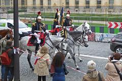 2016.06.03.098 PARIS - La Garde Rpublcaine, garde au drapeau (alainmichot93 (Bonjour  tous)) Tags: 2016 france ledefrance seine paris garderpublicaine cavalerie cavalier uniforme cheval streetlife