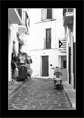 Viva Catalunya (P@ti16) Tags: monochrome noiretblanc scooter catalunya rue espagne cadaques catalogne