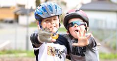 (Ana Lukascuk) Tags: street portrait child hand helmet
