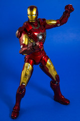 DSC_4470 (Quantum Stalker) Tags: man hot scale movie toys lights iron arc battle ironman tony led figure damage accessories 16 stark blast reactor avengers repulsor