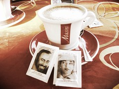 Brgamo, l'ultimo cappuccino. (MarinatorHeavytronSuperstar) Tags: coffee caf relaxing callas cappuccino capucino caf pavarotti brgamo