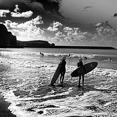 Surf eskola. Plentzia (2)bn (ines valor) Tags: surf playa bn plentzia bnw plencia