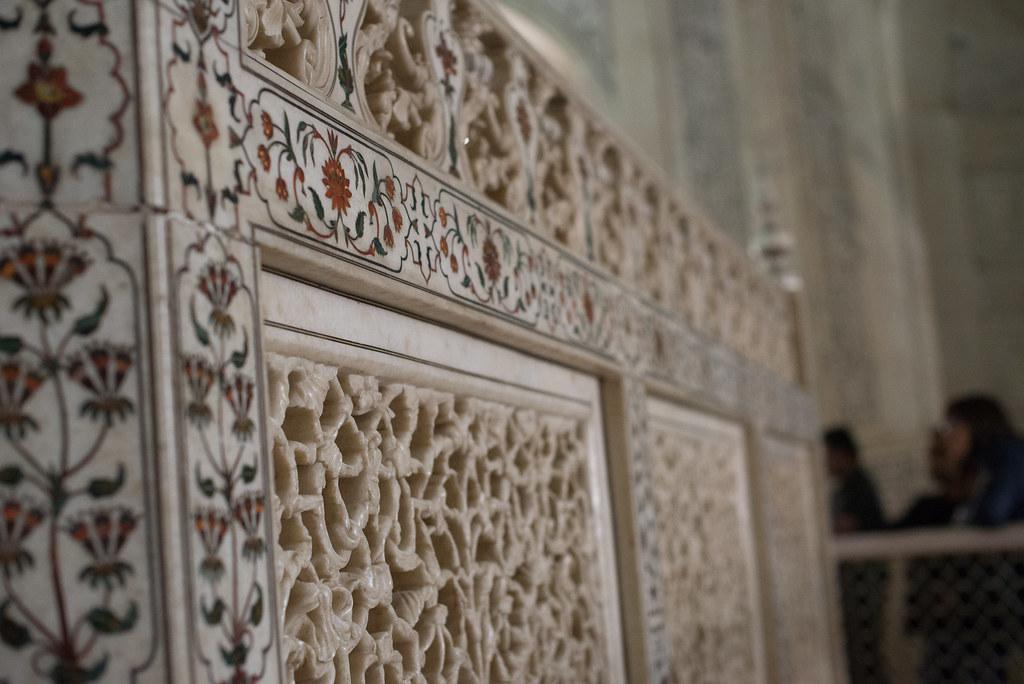Beautiful decoration inside the Taj Mahal
