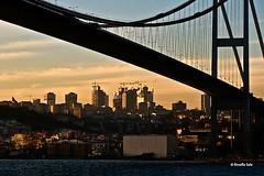 Istanbul-Ponte sul Bosforo (rosella sale) Tags: tramonto nuvole mare istanbul silouette ponte cielo palazzi turchia bosforo navigando rosellasale pontesulbosforo
