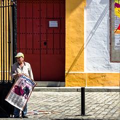 Devant les arnes (Lucille-bs) Tags: europe espagne espaa andalousie andalucia sevilla sville 500x500 arne homme affiche porte jaune rouge porterouge flickrtravelaward