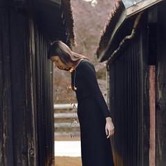 Karla (VINSO Photographie) Tags: light house black france art french nikon artist noir photographer hand dress 33 robe lumire main bordeaux bijoux ampoule chalet maison luce bois arcachon cabane d800 tcheque actrice comdienne biganos vinso