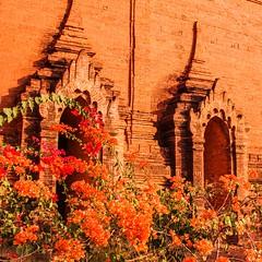 IMGP7493 (Montre ce qu'il voit!) Tags: colors landscape gold golden julien asia pentax couleurs burma religion buddhism myanmar asie mm paysage budda vidal k5 birmanie boudhisme myanmarbirmanie mandalayregion