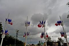 Montmirail  - D933 - Marne (51) Grand Est (Didier Hubert Photography) Tags: france photographie flat carrefour ciel crossroad nuages drapeau environnement marne grandest montmirail drapeaufrançais d933 didierhubert didierhubertphotographe