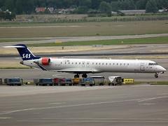 OY-KFI CRJ Amsterdam 12-6-16 (BusterG4) Tags: sas ams crj canadairregionaljet oykfi