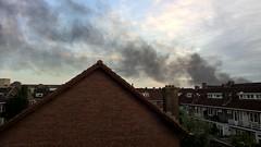 Stevige brand op t Strijkviertel in de Meern, #Utrecht. Rook komt over Utrecht-West heen waaien. (arnowilkens) Tags: mobile phone photo nokia lumia 930 arno wilkens