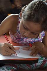 _TEF5550 (Edson Grandisoli. Natureza e mais...) Tags: peixe papel escola lpis menina desenho jovem desenhando amaznia educao ribeirinha cabocla educaoambiental regionorte