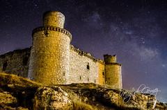 En lo alto (Miguel Gomez Photo) Tags: espaa naturaleza castle stars paisaje via toledo ruinas estrellas castillo milkyway abandonado lactea vialactea barcience