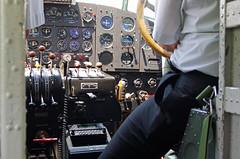 Vol JU52 dcollage de Locarno aprs le repas; la cabine et le co-pilote (peuplier) Tags: dubendorf locarno ju52 juair aroport airport aeroporto tessin ticino dcollage junkers avion tanteju aviation airplane flugzeug