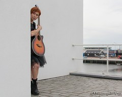 Mooi (LadyLove1967) Tags: scheveningen rodebaret fotoshoot gitaar mooiedame boot grafity kleur