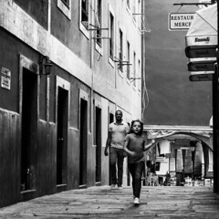 Fugitiva (Runaway) (A. Paulo C. M. Oliveira) Tags: portrait bw white black portugal retrato snapshot pb peoples porto and pretoebranco gentes instantneo