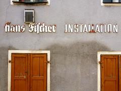IMG_4217 (Bundscherer) Tags: installation lettering amberg blackletter schaftstiefelgrotesk fassadenbeschriftung initialiwithhook
