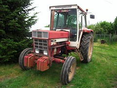 Tracteur INTERNATIONAL  744 (xavnco2) Tags: red tractor rouge traktor farm international agriculture rosso harvester tracteur ih trattore schlepper 744 agricoltura agricole agricolo