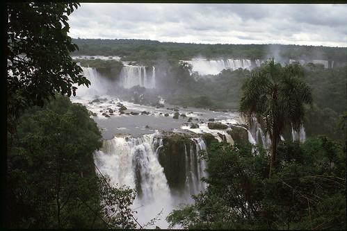 "Cascate d'Iguazu 2_Brasile • <a style=""font-size:0.8em;"" href=""http://www.flickr.com/photos/103823153@N07/12033387034/"" target=""_blank"">View on Flickr</a>"