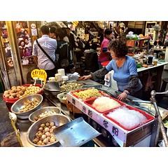 ร้านที่ 2 ลูกชิ้นปลา เห็นรูปดาราเยอะเลยแวะชิม #iczztaiwan #streetfoodgoodtaste #taipei #taiwan #หมู่บ้านโบราณจิ่วเฟิ่น