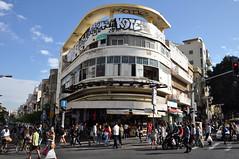 Tel Aviv III (leschar) Tags: israel telaviv tag crowd carrefour foule passerby immeuble carefour immeubles passants carmelmarket